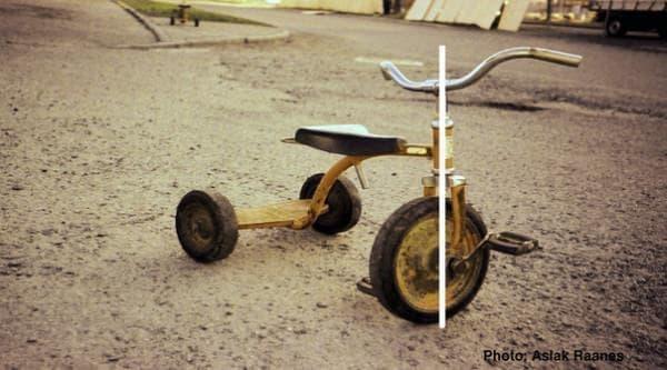 だが三輪車では車体を傾けることができない