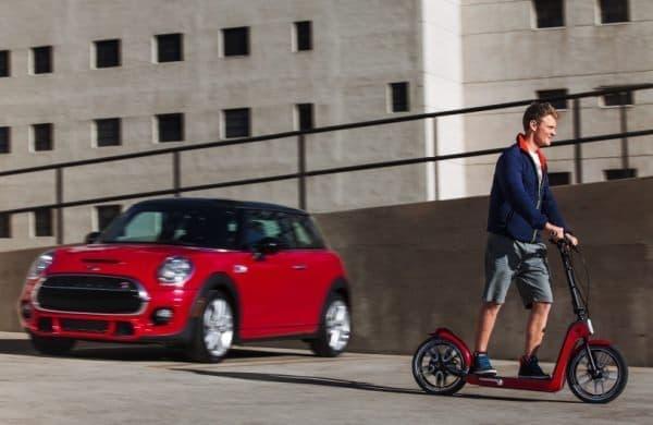 「Mini Citysurfer Concept」は駐車場から最終目的地をつなぐラストマイルビークル