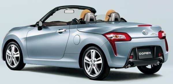 第1弾モデル「COPEN ROBE(コペン ローブ)」  スポーツカーとしての躍動感や流麗さを表現している