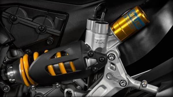 「S」モデルには、オーリンズの電動サスペンションを採用