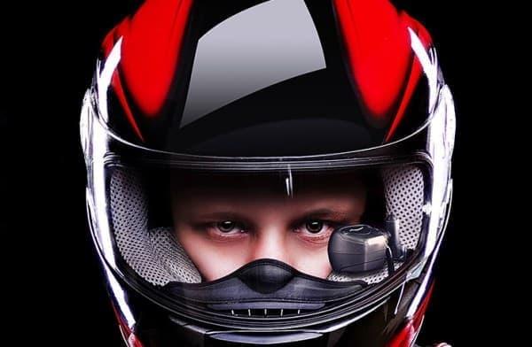 「BIKEHUD CLASSIC」は市販されている唯一のバイクヘルメット用 HUD  (第一世代商品)