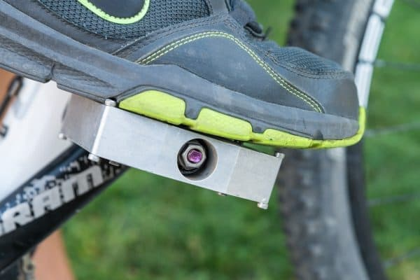 スニーカーを履けば、普通のペダルとして使える