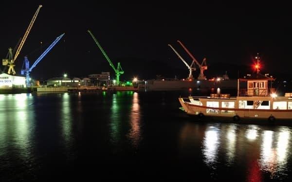 尾道水道渡船ライトアップ  動くイルミネーションを演出