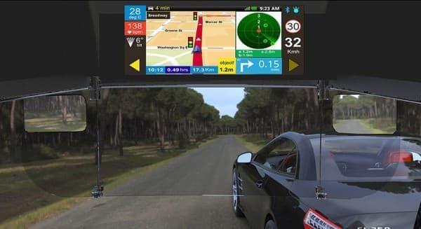 バイザーには、走行速度や GPS ナビゲーションマップなどが表示される
