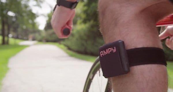 腕や足に「AMPY」を簡単に装着できる