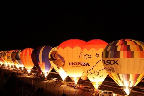 昼間とはまた気球達の雰囲気が変わる(画像提供:ツインリンクもてぎ)