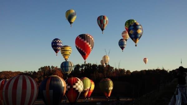 競技に参加する熱気球は早朝に飛び立つ(画像提供:ツインリンクもてぎ)