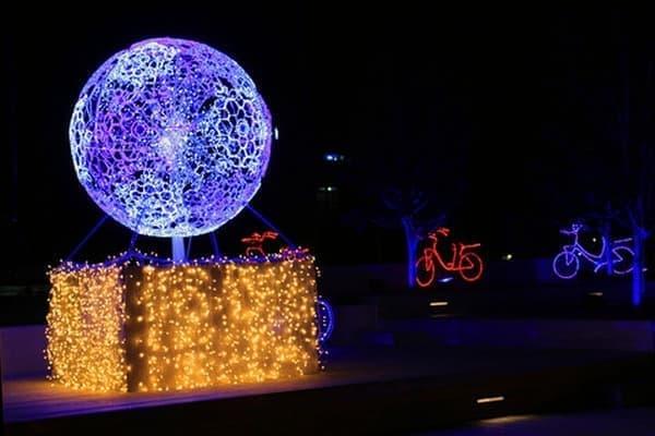オリーブ広場を彩っていた「光の珠」