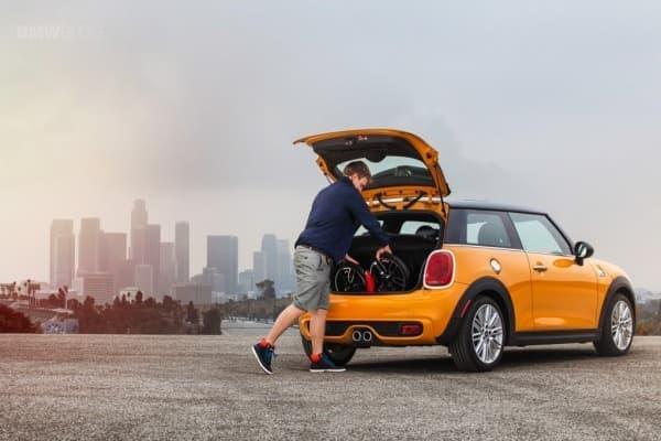 Mini Cooper のトランクに収納できる