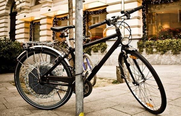 参考画像:リアホイール内にソーラーパネルを取り付けた電動アシスト自転車