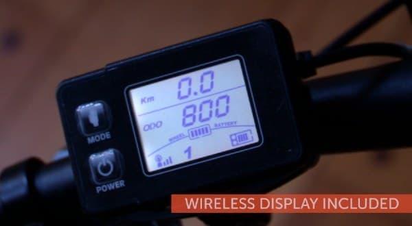 コントローラーのディスプレイには、走行速度や走行距離が表示されます