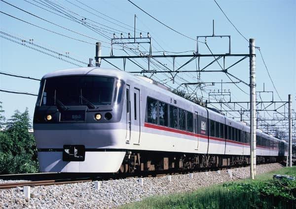 芦ヶ久保駅に臨時停車するレッドアロー号