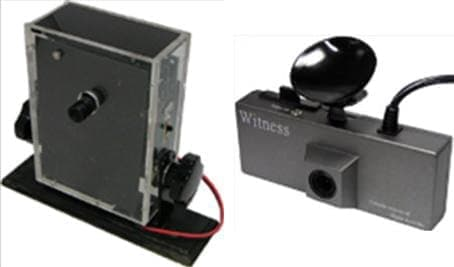 日本交通事故鑑識研究所が開発した試作機(左)と初の市販品(右)
