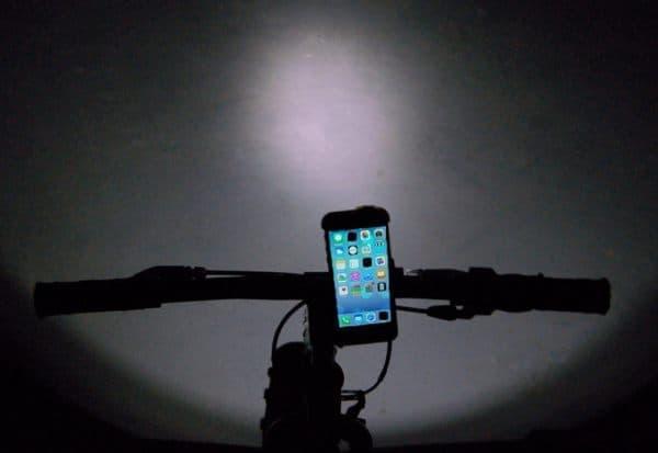 iPhone を自転車用ライトにする「Bikelops」