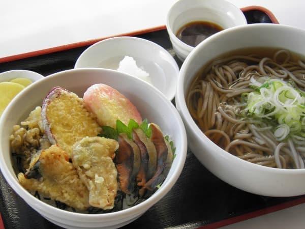 福井名物のへしこを使った鯖のアラカルト丼