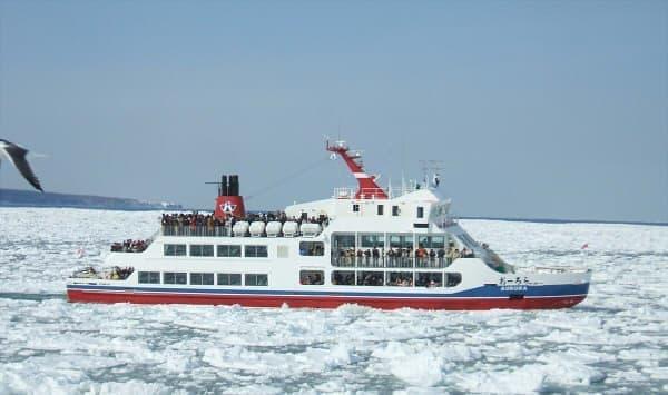 流氷砕氷船に乗って流氷を間近で観測