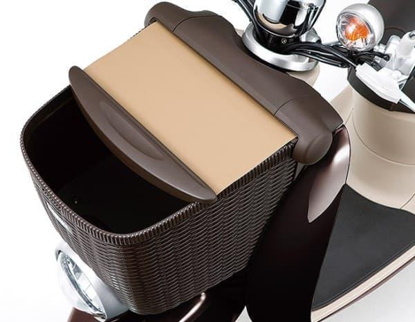 「ビーノ モルフェ XC50H」は、「ビーノ XC50」がベース  これに「シャッター付きで籐かご調のフロントバスケット」