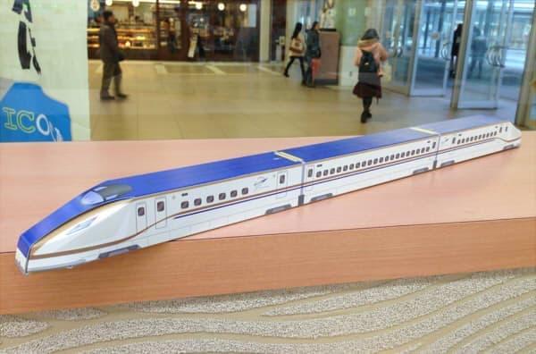 長さ 50cm の「北陸新幹線バームクーヘン」