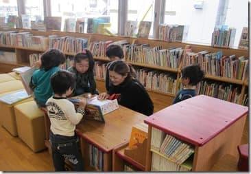 児童書コーナーは穏やかな雰囲気