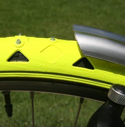 自転車タイヤを雪道用のスパイクタイヤにしてしまう「Bike Spikes」
