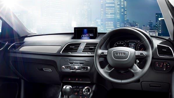 「Audi パーキングシステム」などを標準装備