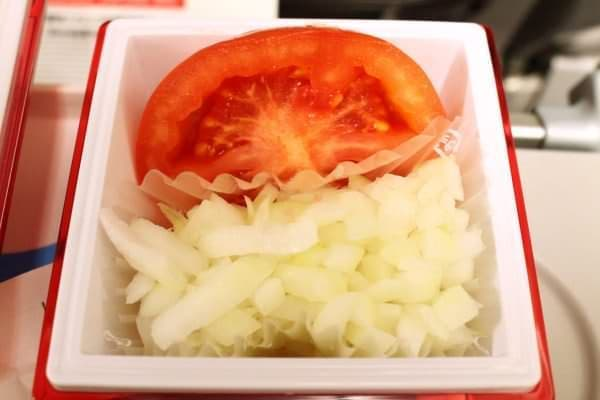 タマネギとトマトは別容器に