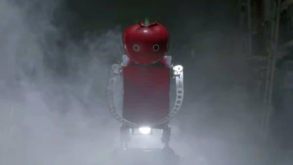 カゴメが明和電機とタッグを組んで開発した「ウェアラブルトマト」  走りながら、ハンズフリーでトマトを補給できる