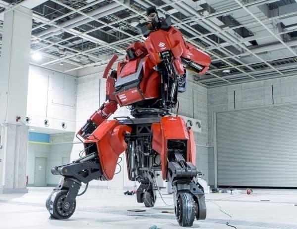 「クラタス」は、人が搭乗して操作するロボット