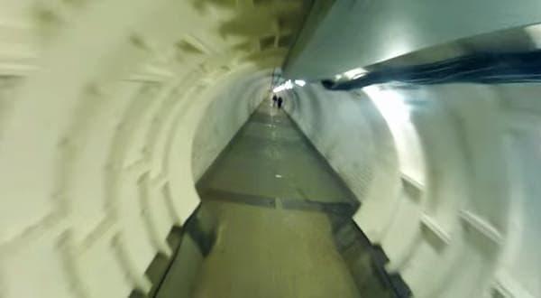 トンネル内を走行すれば