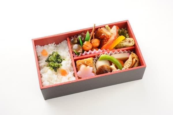東京発の列車内で注文できる和軽食のイメージ