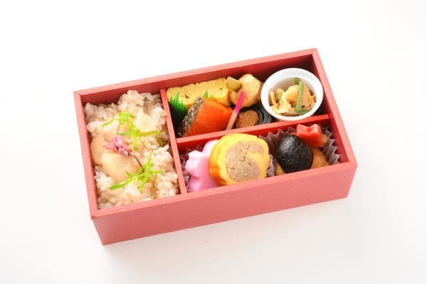 こちらは金沢発の列車内で注文できる和軽食イメージ