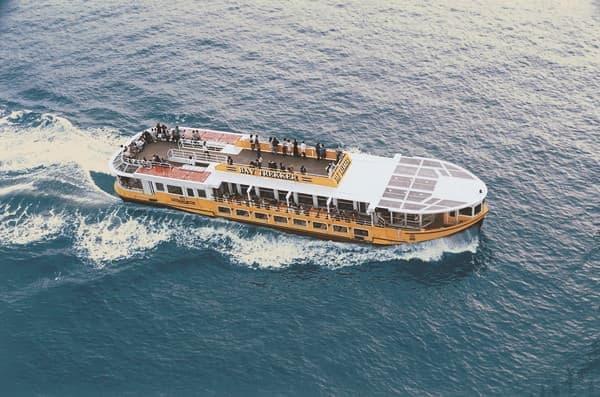 東京観光汽船の「海舟」