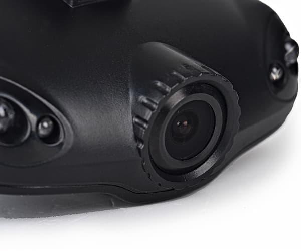 フル HD 録画対応のカメラを備える