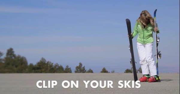 スキーを楽々運べる