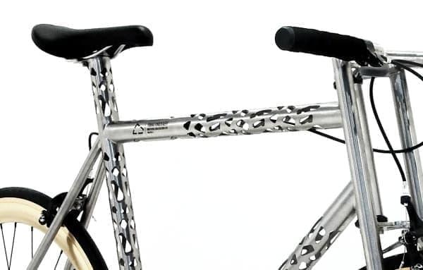 """""""向こう側が透けて見える""""自転車「Erembald」  スケスケです"""