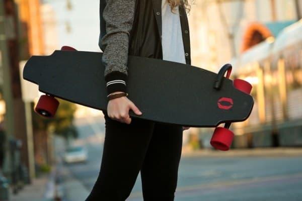 重量は約5.5キロ  スケートボードとしてはかなり重い