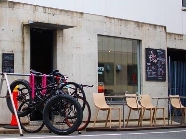 「Pillar Cafe」は、食事をすると、無料で自転車をレンタルできるカフェ