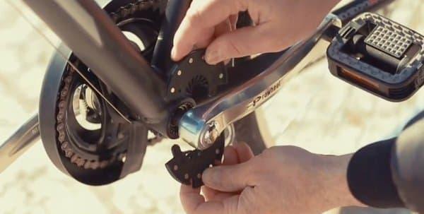 ペダルに取り付けるセンサー  サイクリストがペダルを漕いでいるかを検出する