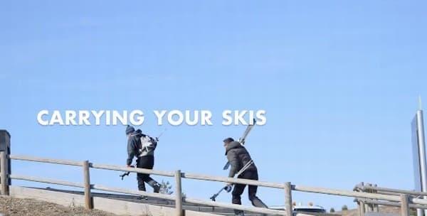 スキー板の一点を持つと、不安定に