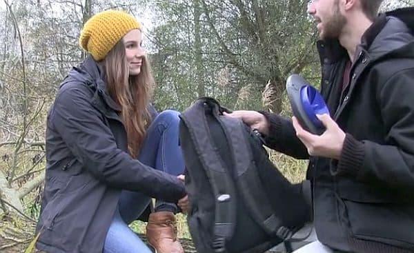 小型軽量なので、バックパックに入れて持ち運べる