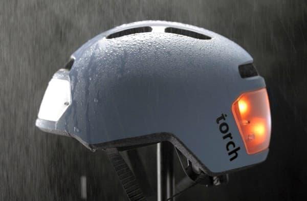 「Torch T2」は合計10個の LED ライトを内蔵した自転車用ヘルメット