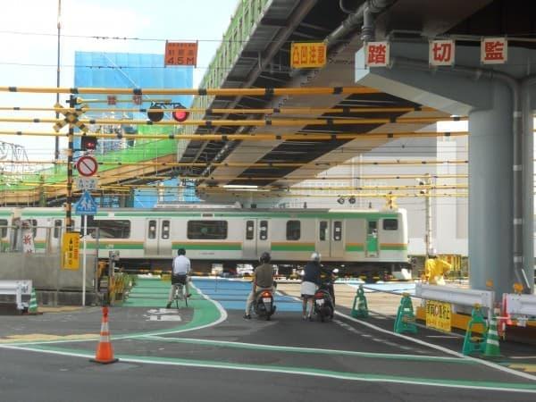 横浜市戸塚の奇妙な名物、「開かずの踏み切り」