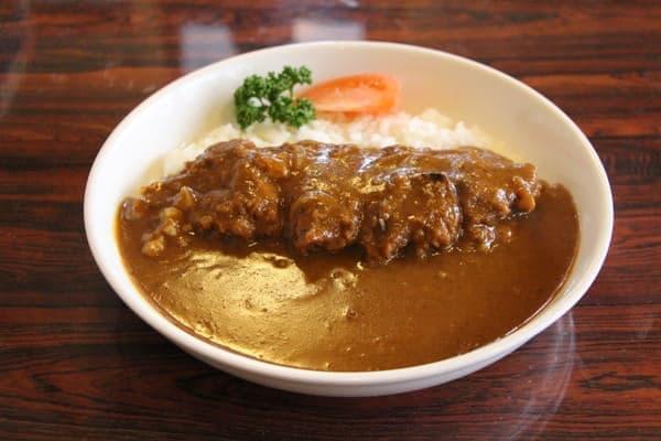 京成津田沼駅から徒歩3分の「あけぼの」で食べられる「激辛カツカレー」