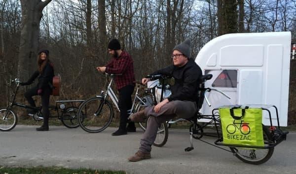 自転車での牽引時には二つ折にし