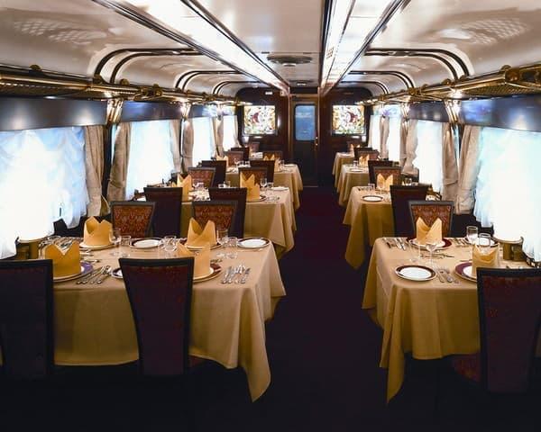 あるいは豪華な食堂車?