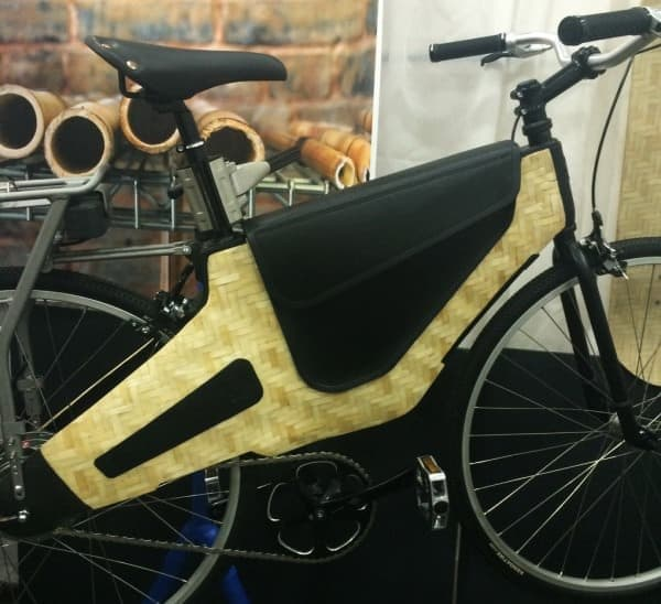 竹細工のフレームを持つ電動アシスト自転車「Bamboost」