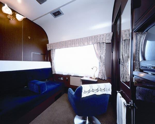 存続するのは瀟洒なロイヤルルームを備えた客車?