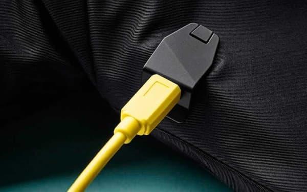 センサー部の充電に必要な時間は6時間  USB ポートから充電できる