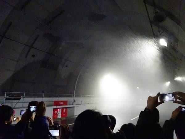 """霧状の水を噴霧する「水噴霧設備」  地下深くで、1時間に300ミリの""""猛烈な雨""""を降らせます"""