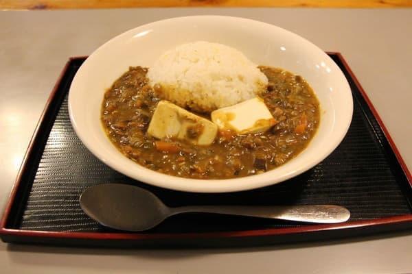 習志野駅から徒歩1分、「菓匠ふなよし」の「豆腐入り手作り野菜カレー」